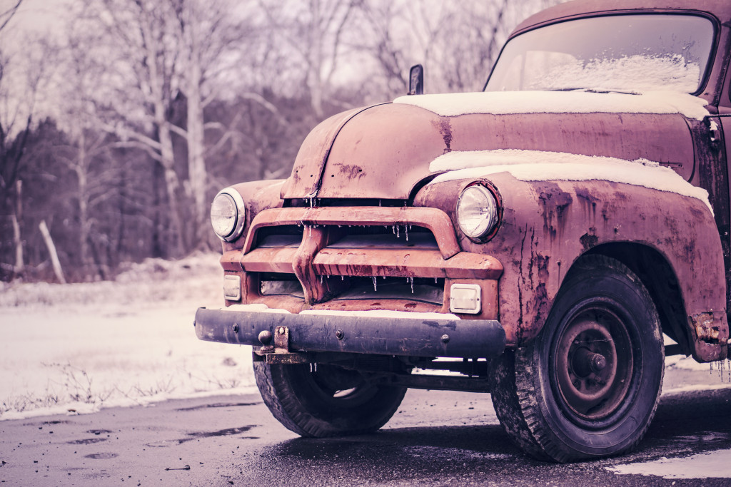 worn old truck gratis